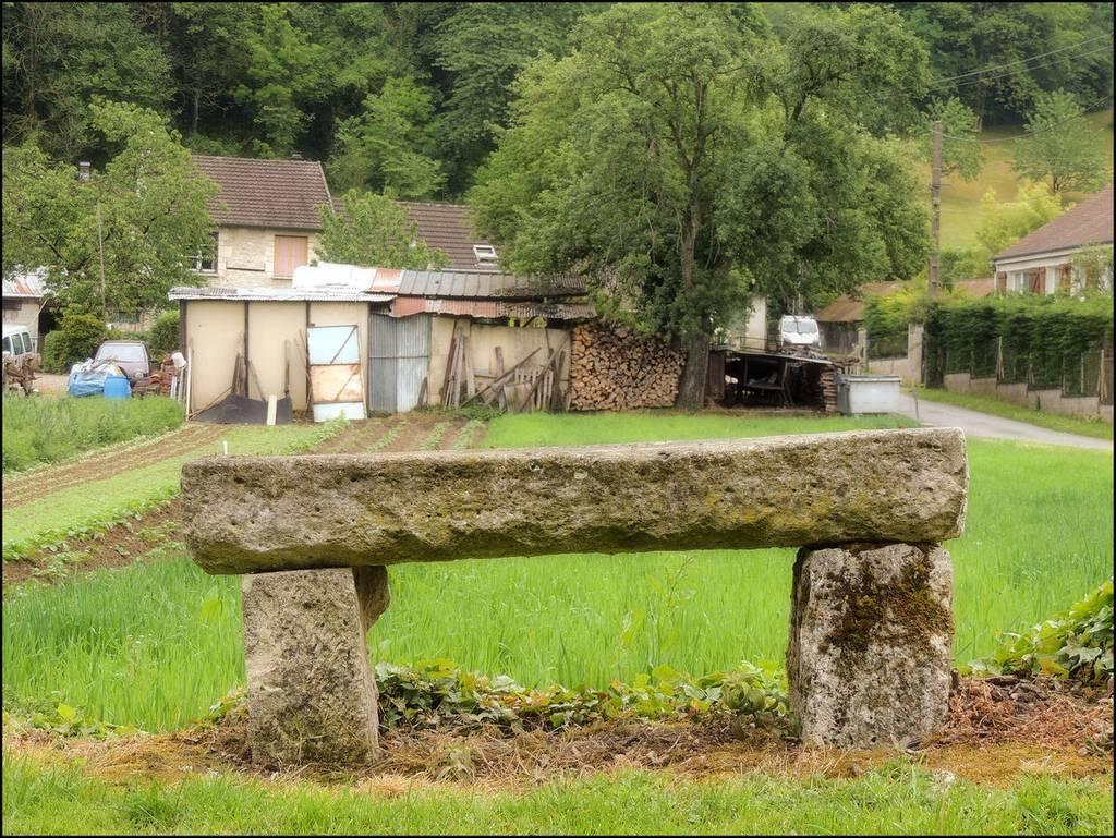 Banc en pierre - Vivières